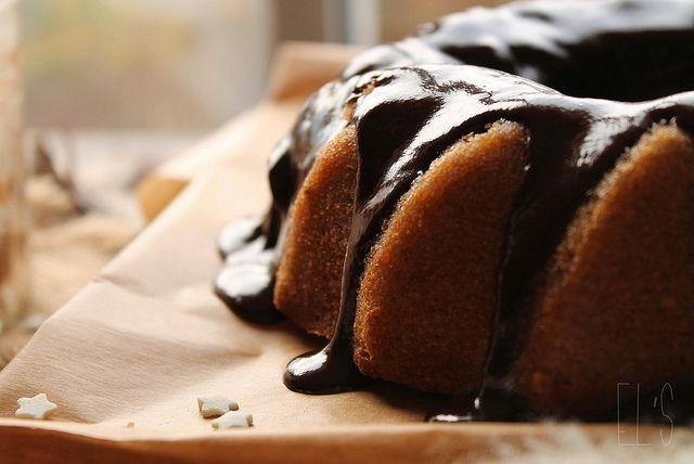 Bundt cake à la châtaigne et glaçage au chocolat {sans gluten} by emilieandlea4, via Flickr