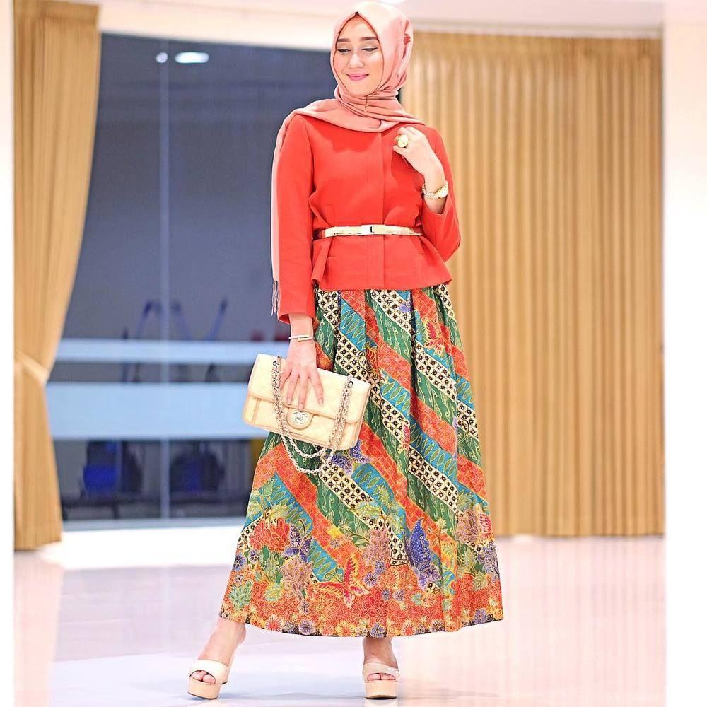 meriah!  Batik skirt, Batik fashion, Moslem fashion