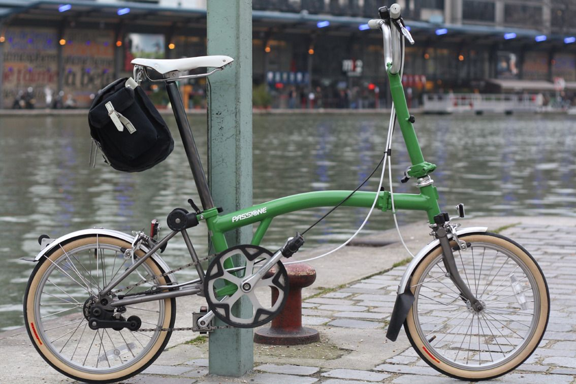 Seriously Nice Color Combination With The Cream Colored Sidewalls And White Saddle I M Really Fond Of The Brompton Ti In B Brompton Bike Culture Green Bicycle