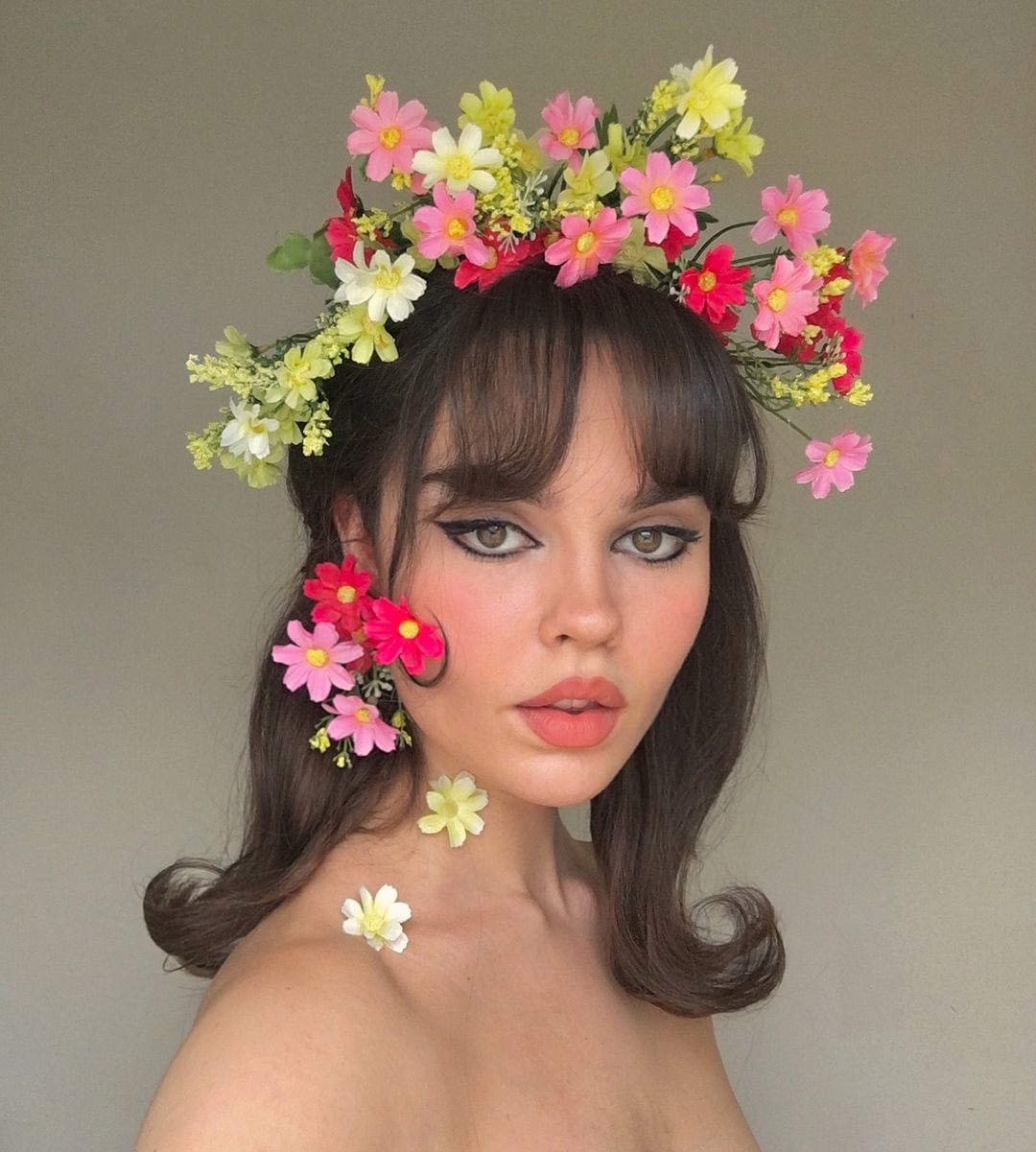 Look Inspired By Jean Shrimpton In 60s Vogue With Images Hair