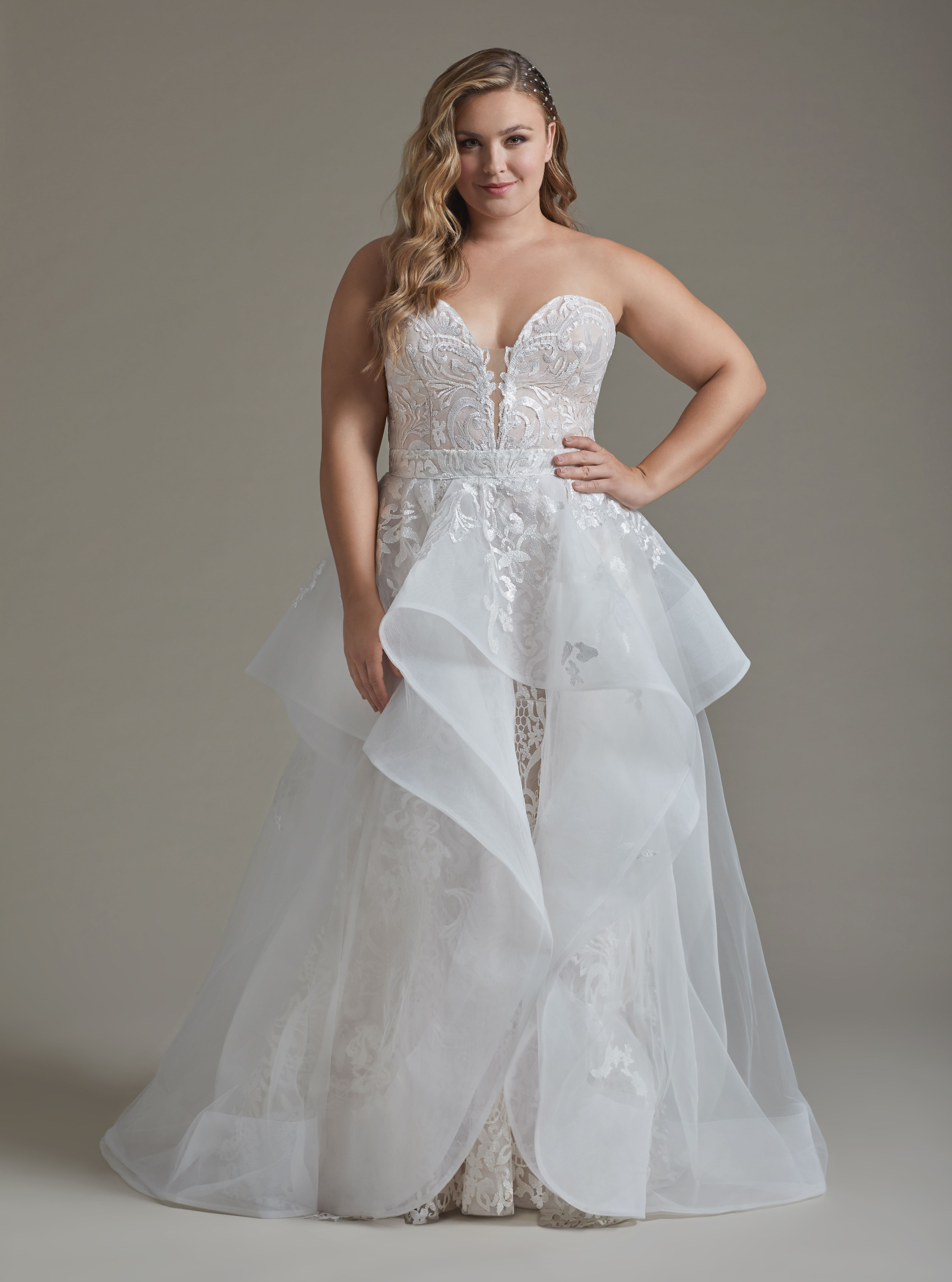 Style 6914s Elke Hayley Paige Plus Size Bridal Gown Ivory Luxembourg Two Piece Gown Fi Haley Paige Wedding Dress Wedding Dress Two Piece Hayley Paige Bridal [ 6000 x 4457 Pixel ]