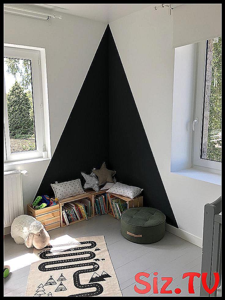 Kinderzimmer Leseecke Dreieck an der Wand schwarze