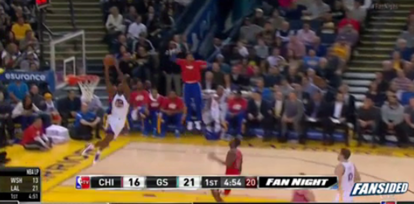 Harrison Barnes just defying laws of physics and what not: http://fansided.com/2015/01/27/steph-curry-harrison-barnes-hook-ridiculous-alley-oop-video/…