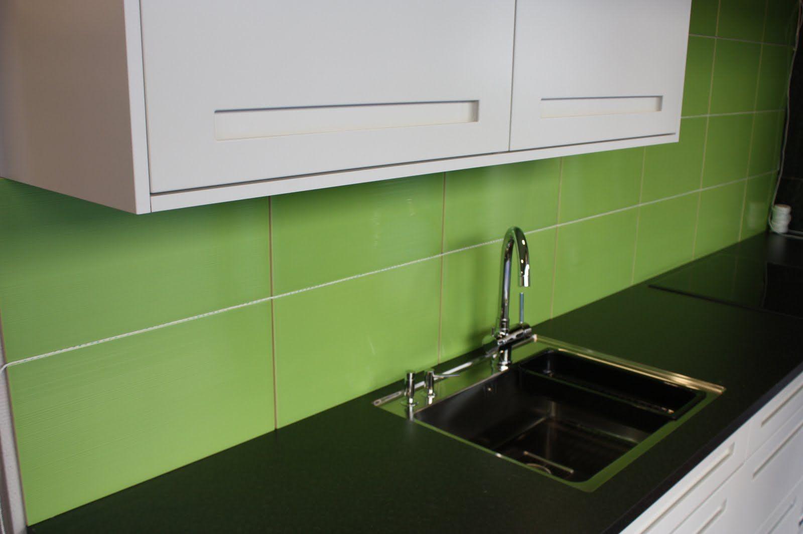 Grönt stort kakel i kök