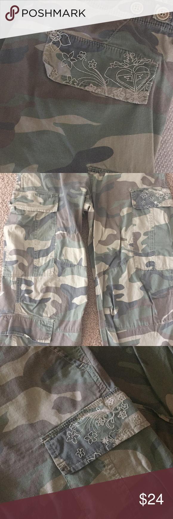 Roxy Cute comfy cargo camouflage pants. Size 31 inch waist Roxy Pants #woodyandbobeep