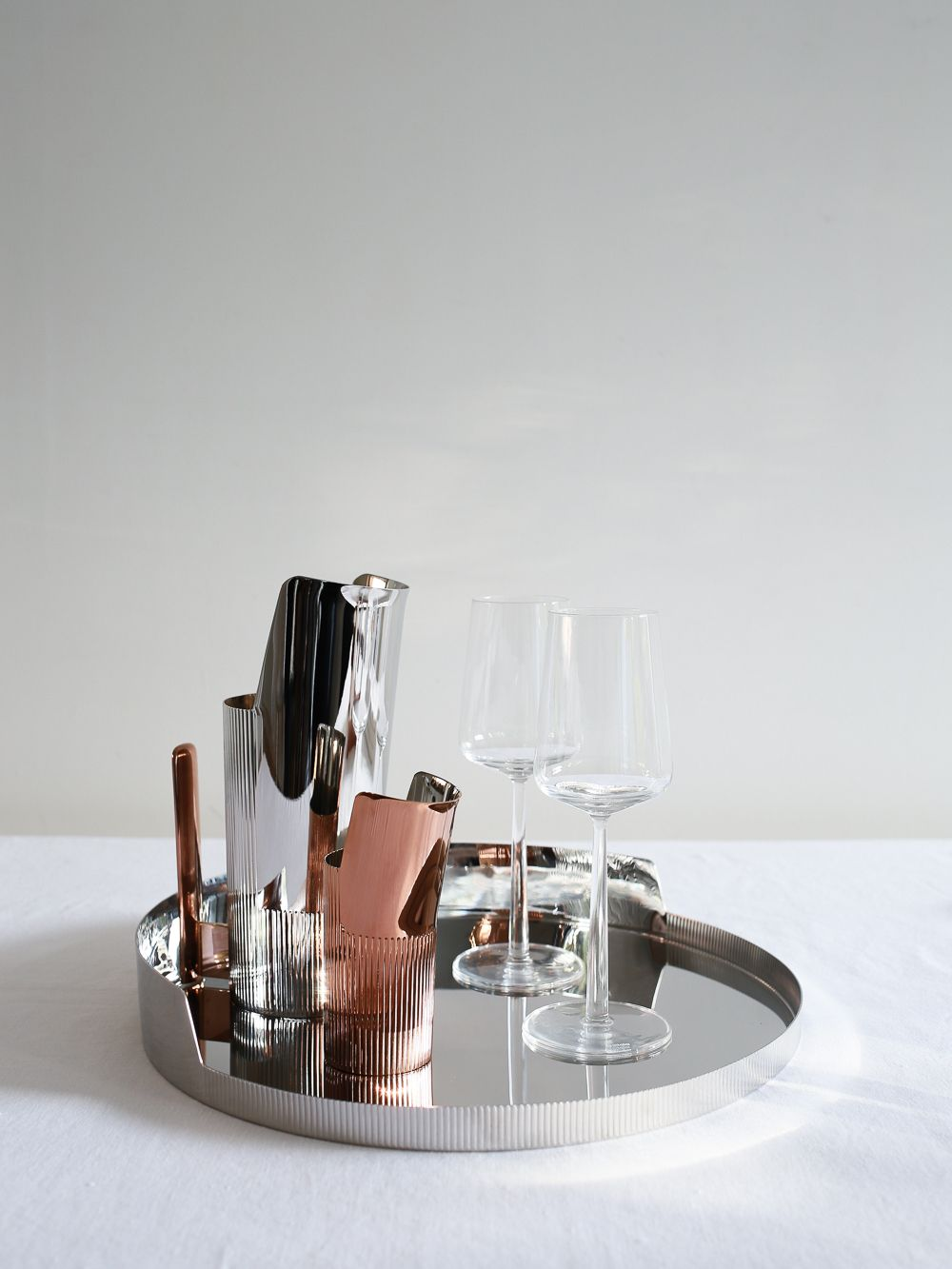 Love the contrast between the stainless steel and the rose gold in this Urkiola collection by Patricia Urquiola for Georg Jensen | Design Hunter