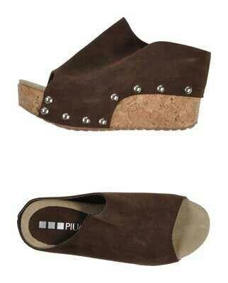 Zapato piel tachuelas