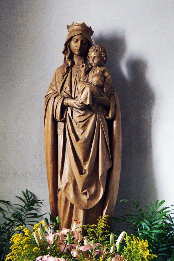 """Skulptur """"Madonna mit Kind"""" in der St-Josefs-Kapelle in Latrop"""