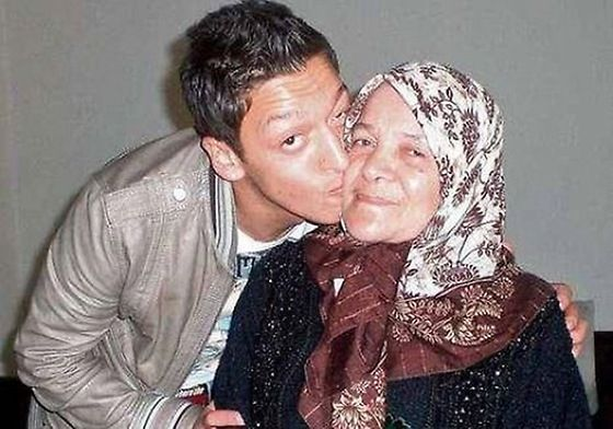 Picture of Mesut Özil Mother, called Gulizar