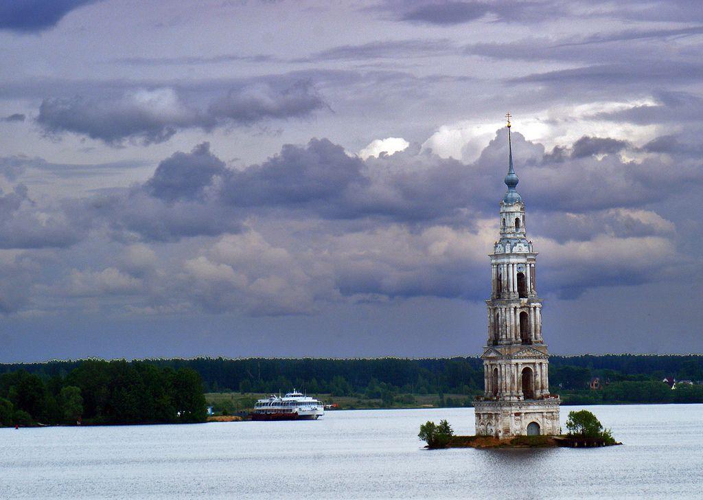 12 1204 - Russie, sur la Volga, le clocher de Kaliazine | Flickr - Photo Sharing!