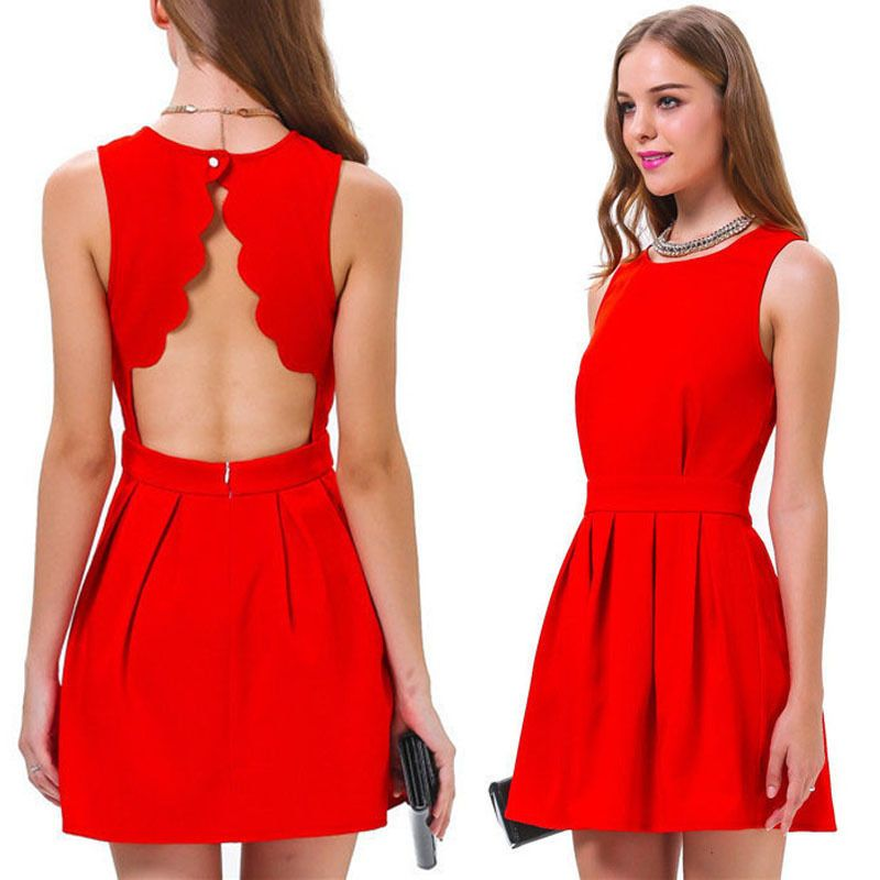 d792fa46422d Robe rouge patineuse dos ouvert pétales RO79
