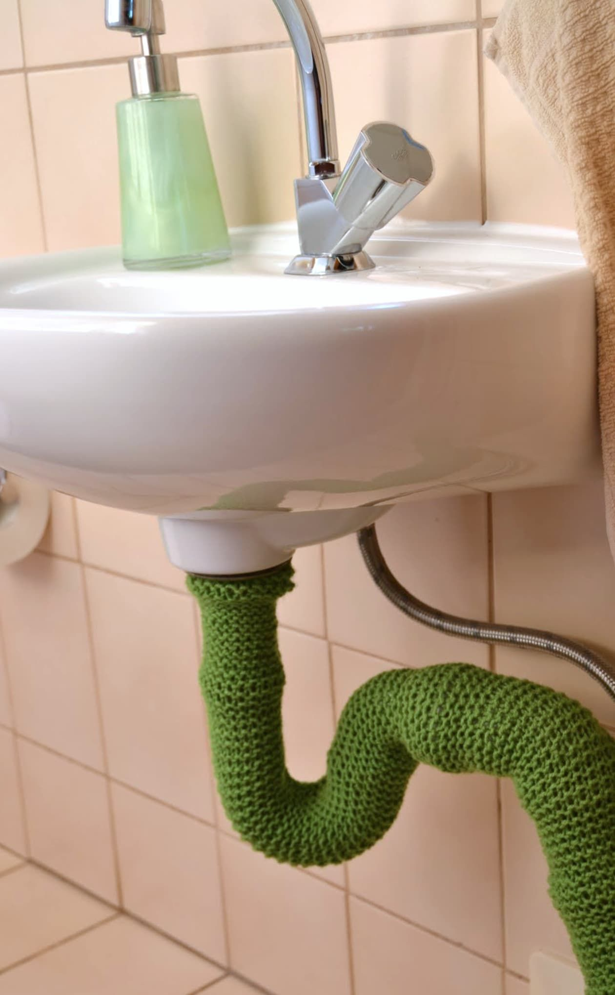 how to remove a bathroom vanity with floor plumbing
