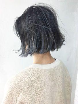 人気のアッシュカラーも今季は ブルー系 で Short Hair Styles