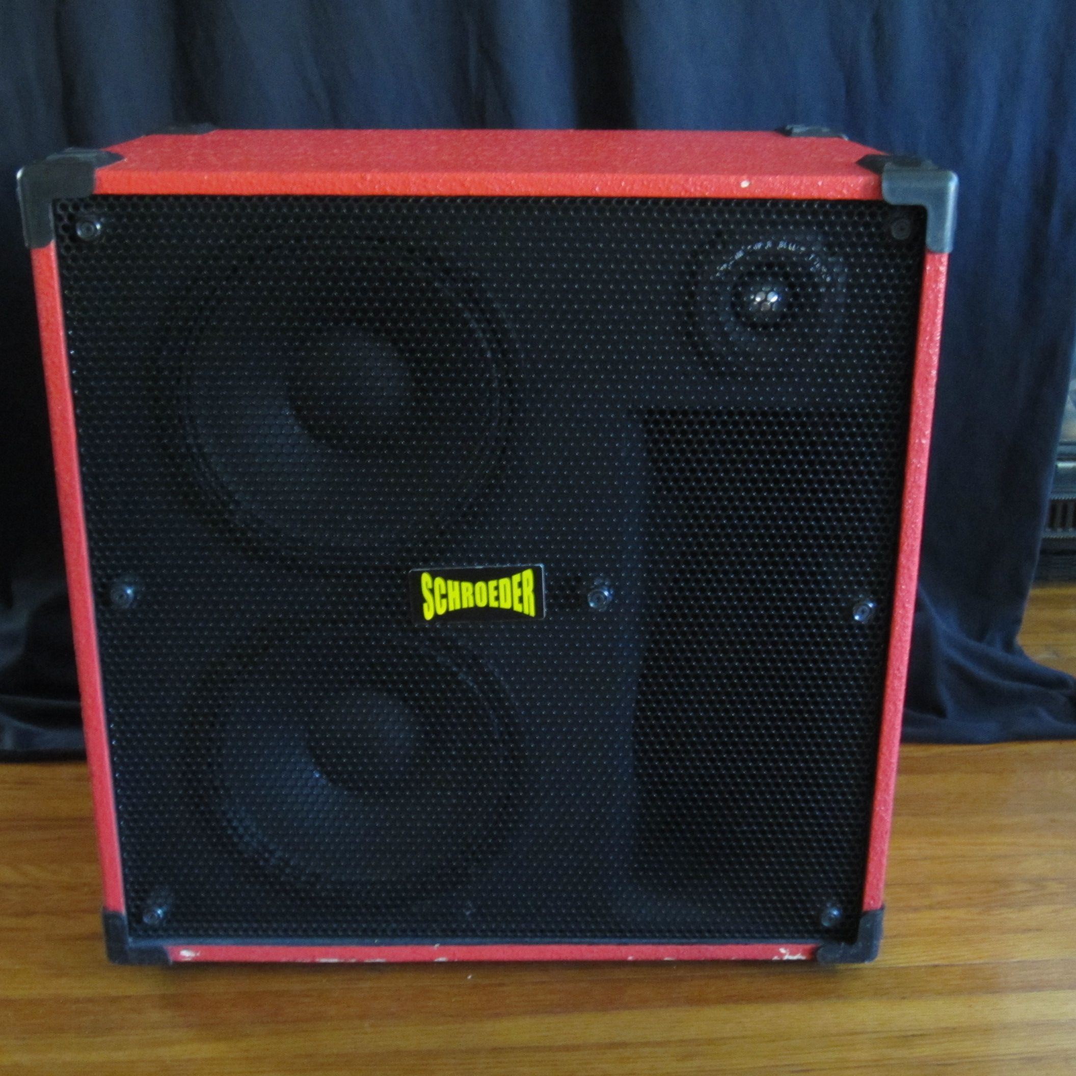 I've had this Schroeder 410L bass speaker cabinet for a number of ...