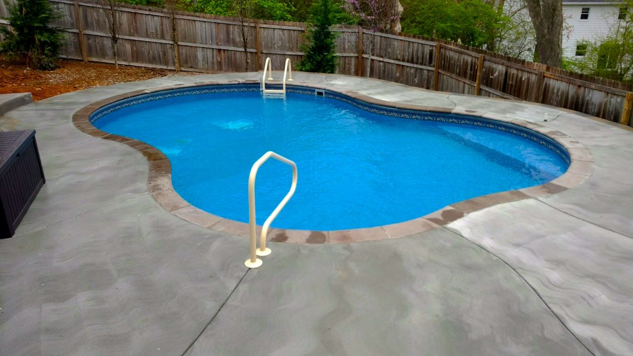 Pool And Spa Depot 19 X 28 Celaya Concrete Wall Pool Mocha Pre Cast Paver Coping Broom Finished Concrete Decking Spa Pool Concrete Wall Pool