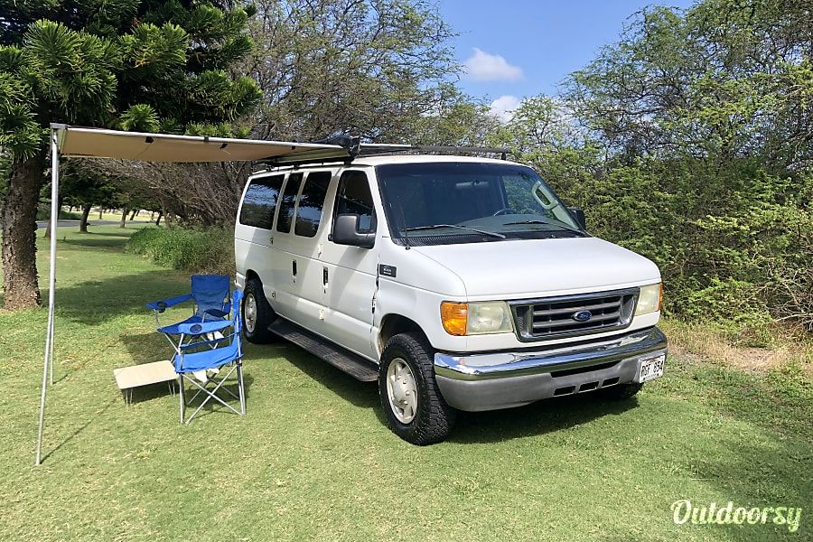 2006 ford E350 Motor Home Camper Van Rental in Kahului, HI