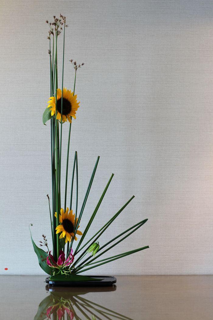 Ikebana Gallery 087 Radiance Unique Japan Uniquejapan Com Floral Art Arrangements Sunflower Arrangements Ikebana Arrangements