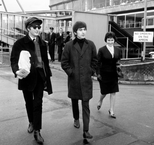 29 January 1964 Heathrow Airport John And George Were Returning To Complete The Paris Season At The Olympia A The Beatles John Lennon Beatles George Harrison