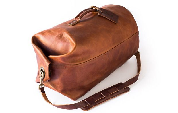 Just like the classic bags used by GIs for decades, the new Military Duffel from Whipping Post has no zippers
