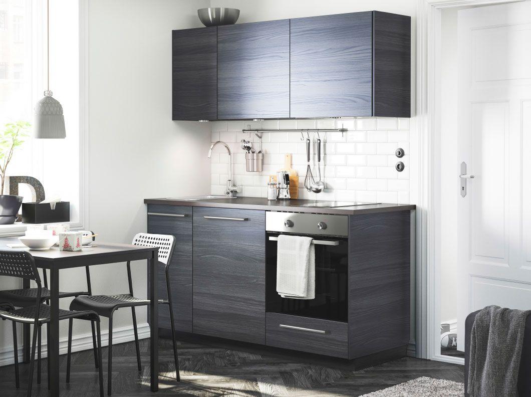 moderne dunkelbraune k che mit tingsryd fronten holzeffekt schwarz und doppelseitiger ekbacken. Black Bedroom Furniture Sets. Home Design Ideas