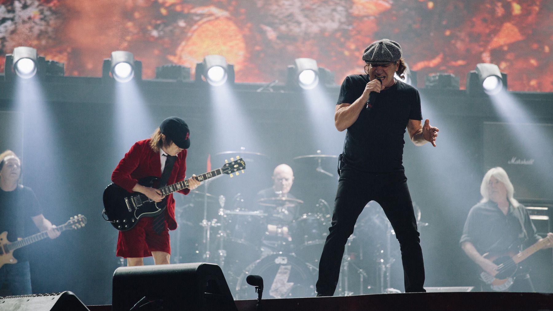 AC/DC a fait connaître l\'enfer au Stade de France | Brian johnson ...