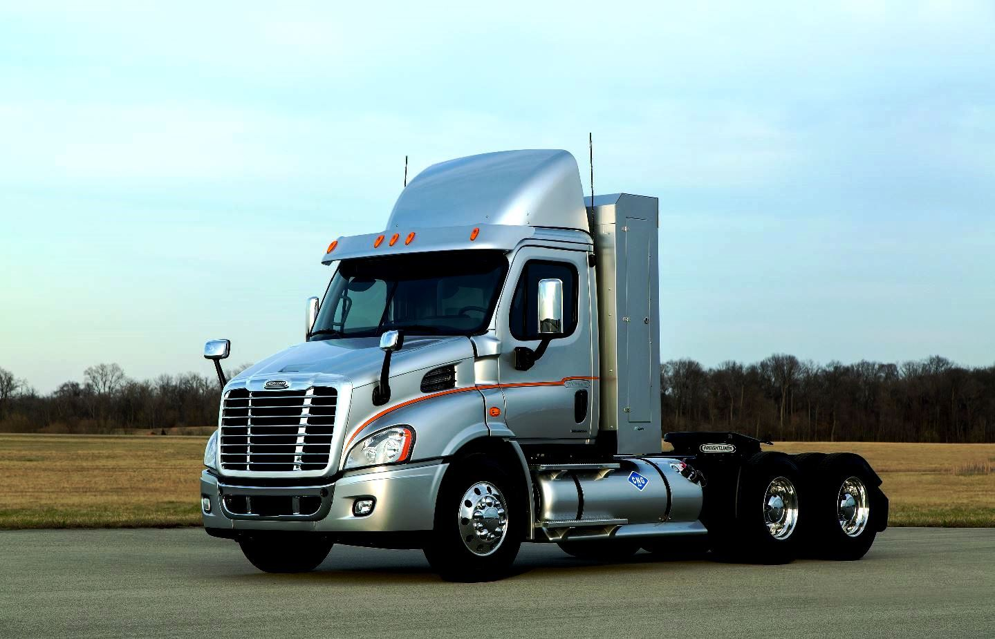 Roof Fairings For Semi Trucks : A beautiful silver freightliner cng cascadia day cab with