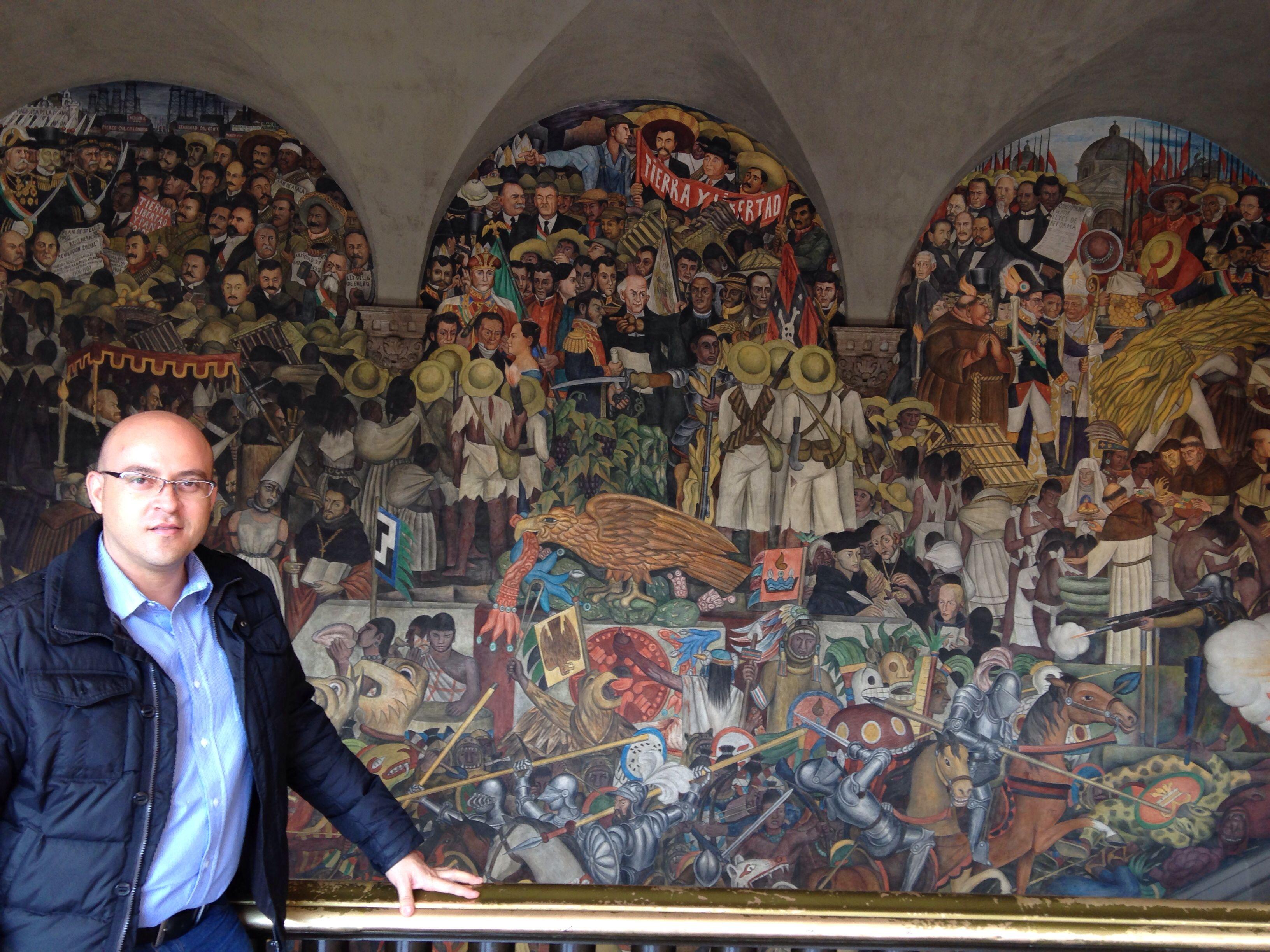 Hermosa la historia de México plasmada en estos murales de Diego Rivera en Palacio Nacional!
