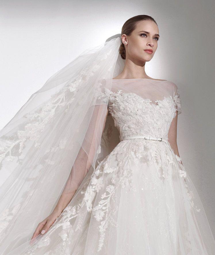 Vestido de novia con escote barco y tul bordado. Mauricio - Pronovias 2015