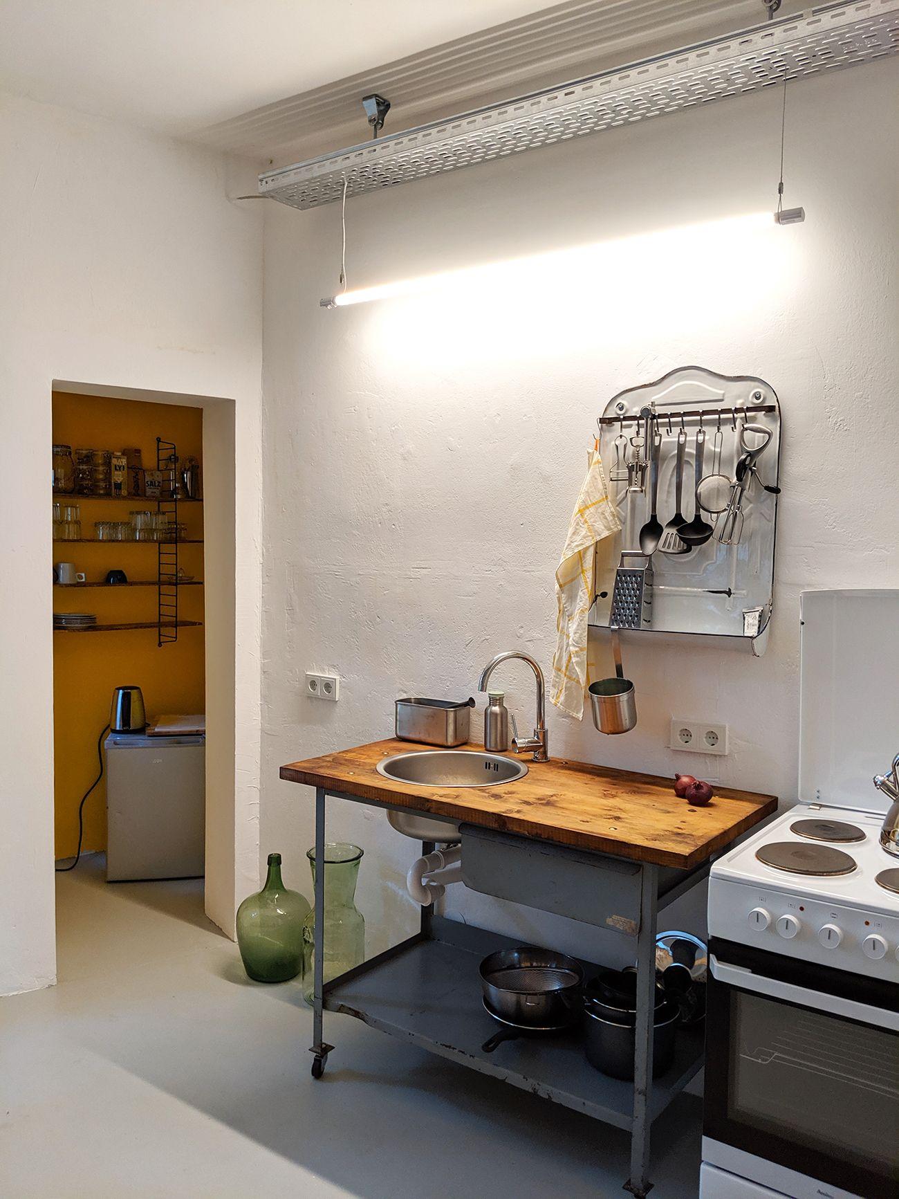 Minimalistische Kuche In Leipzig In 2020 Kuchen Inspiration Retro Kuche Kuche