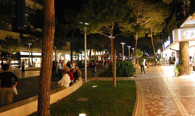 Passeggiata per le vie del centro di milano marittima for Design hotel milano centro