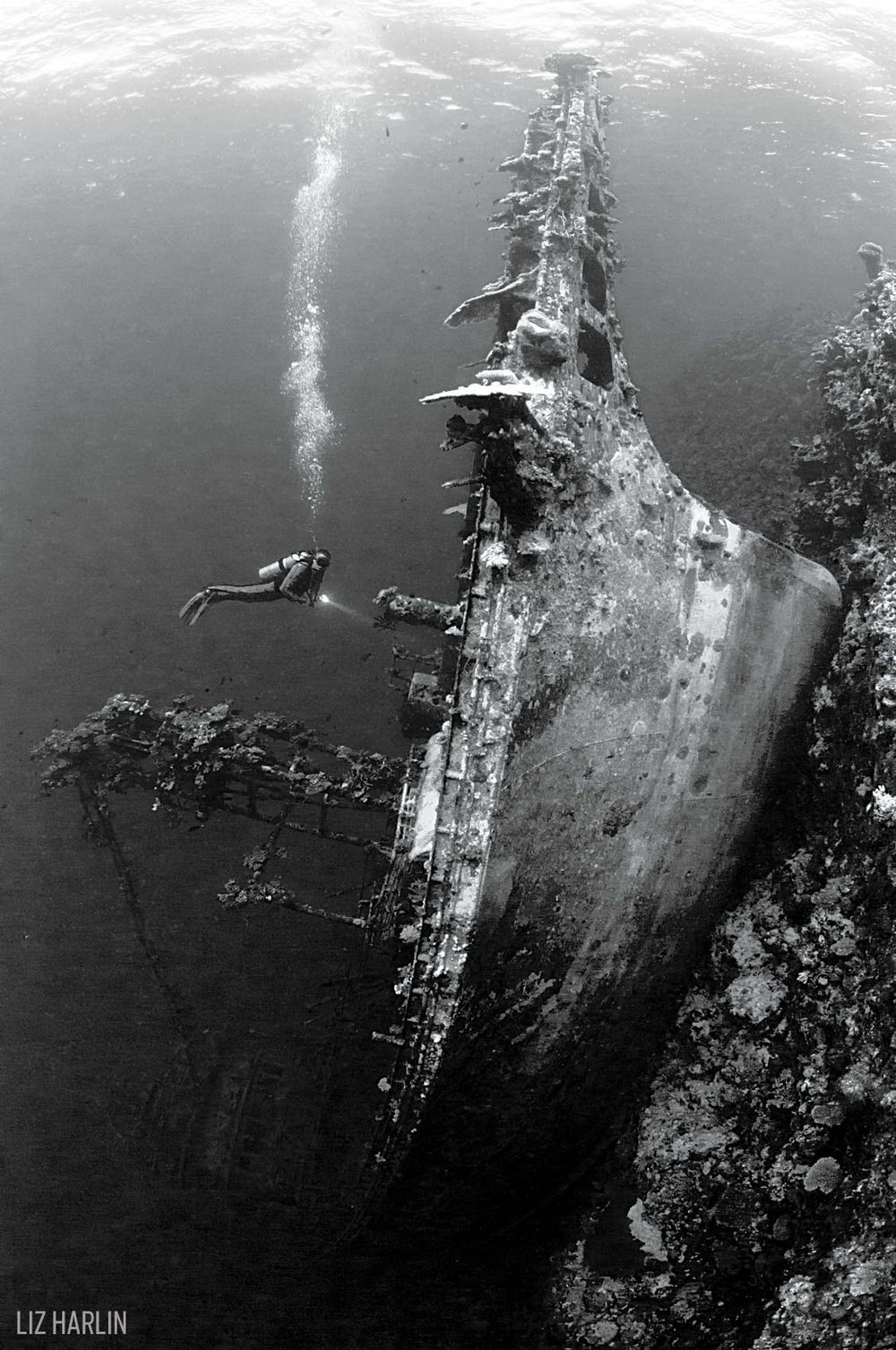 Taiyo Shipwreck Black White Underwater Photography Diving - Amazing black white underwater photography