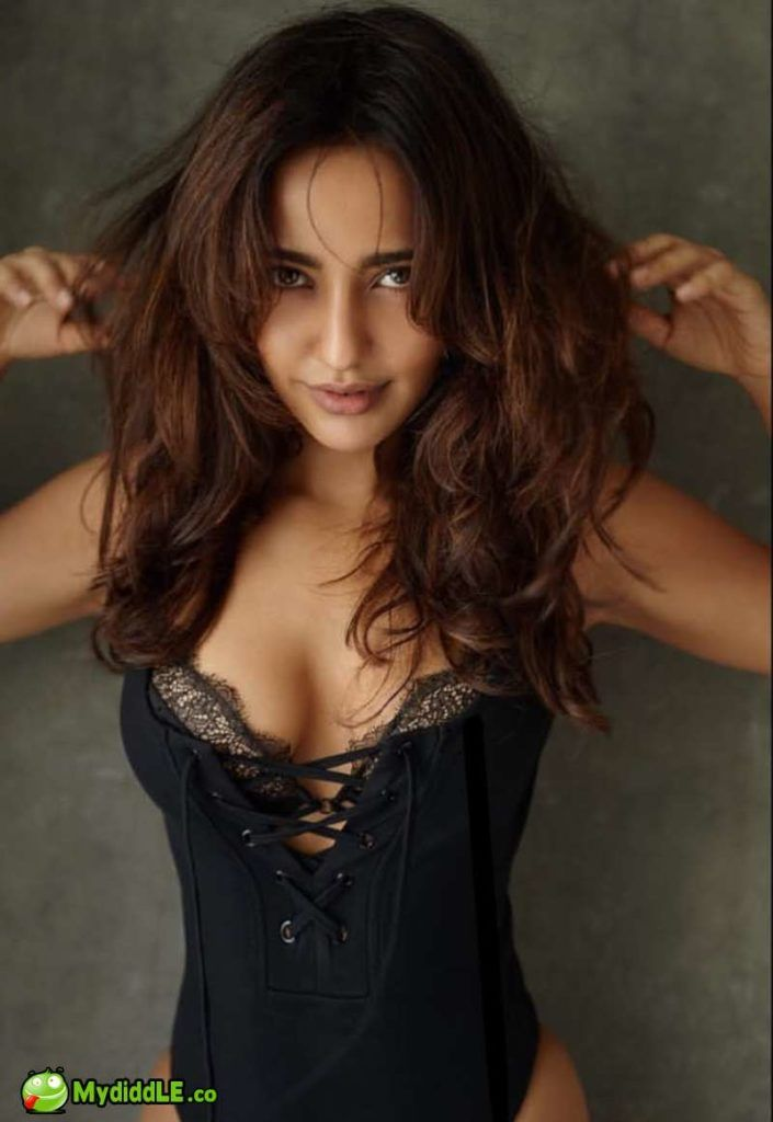 Neha sharma sexy boobs
