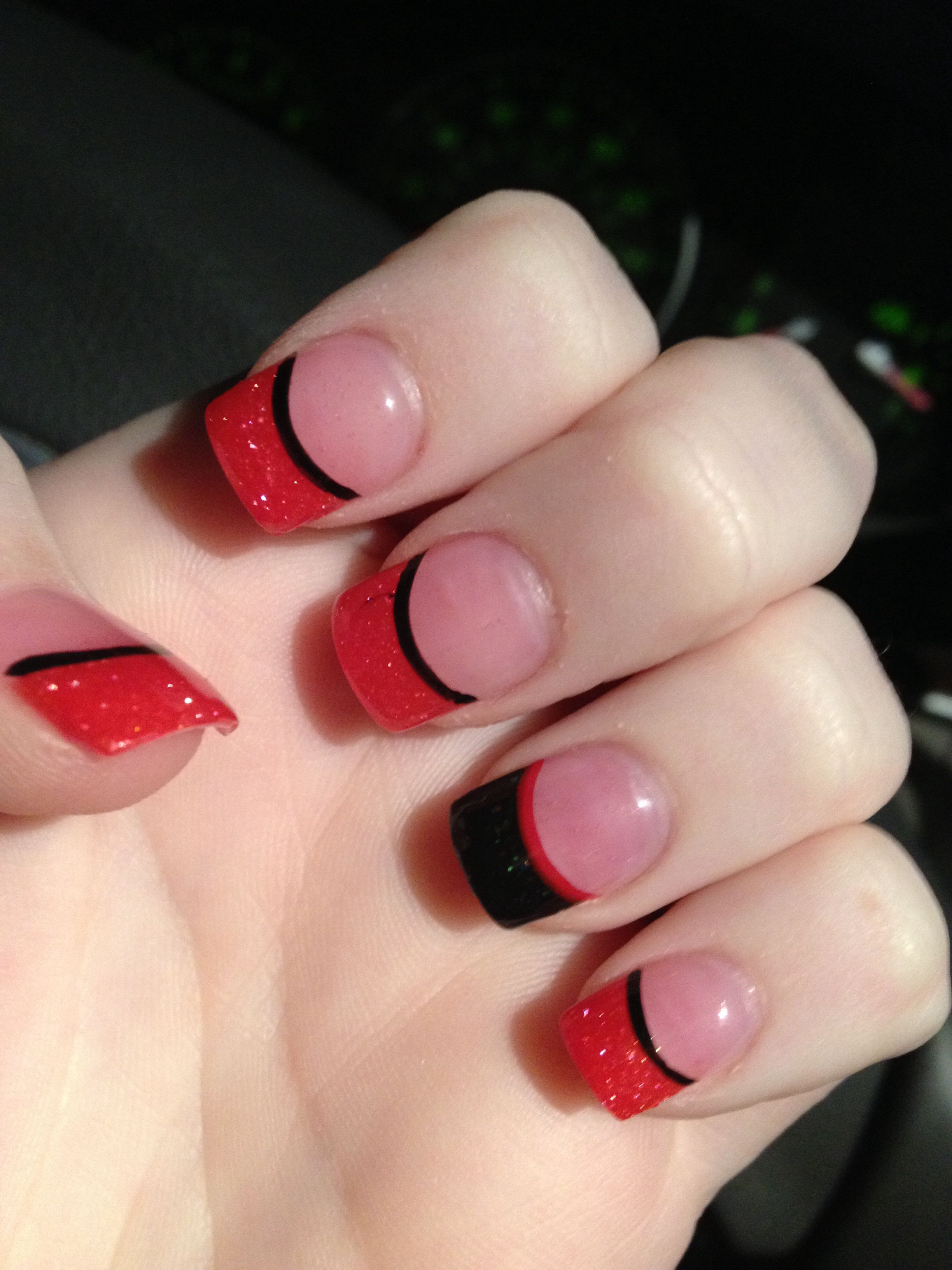 Red Amp Black Solar Nails From Friendly Nails Solar Nail Designs Solar Nails Manicures Designs