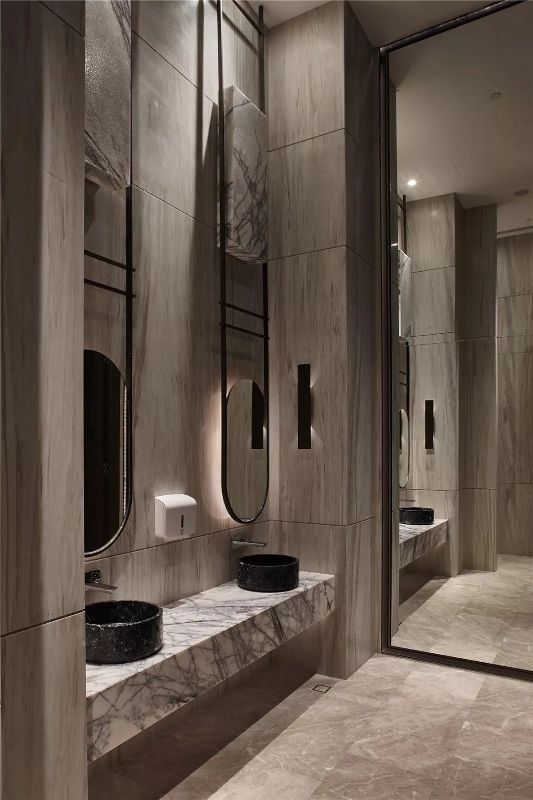 Get Your Everyday Design Inspiration At Best Interior Designers Blog Interieurdesign Wohndesign Diz Washroom Design Bathroom Interior Design Restroom Design
