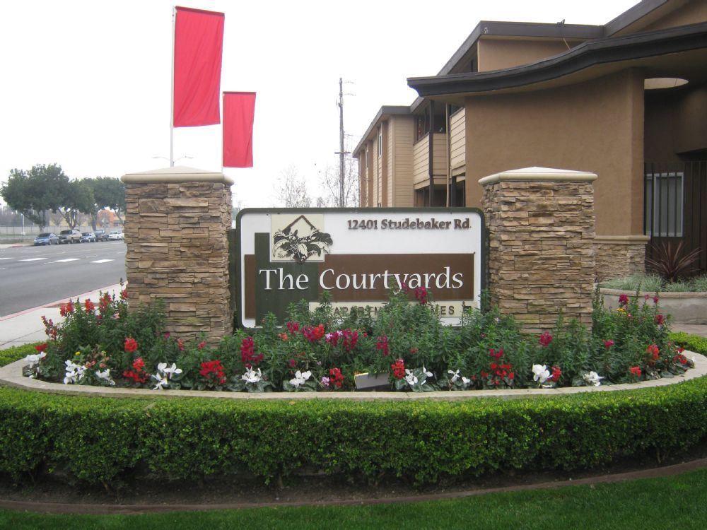 The Courtyards Apartments 12401 Studebaker Road Norwalk Ca 90650 562 863 5540 Http Www Thecourtyardsliving Com Courtyard Apartments Studebaker Apartment