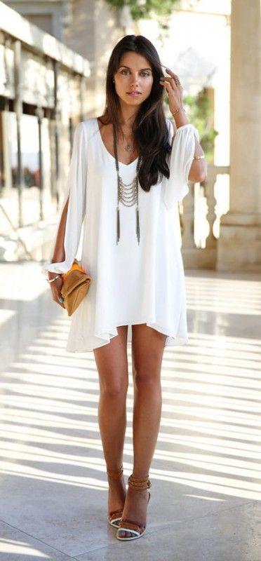 Como combinar un vestido corto blanco