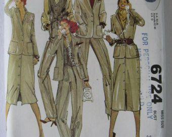 PATTERN SALE   -  McCalls Womens Sewing Pattern 6724