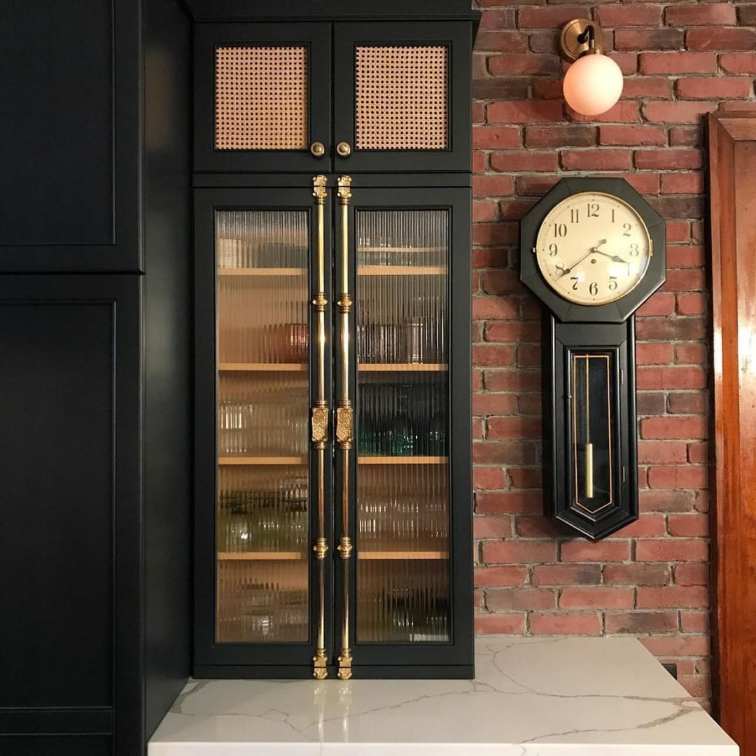 Signature Hardware On Instagram Black Brick And Gold We Love Traditional Elements That Are Memorably Eleva Reeded Glass Glass Kitchen Cabinets Cremone Bolt