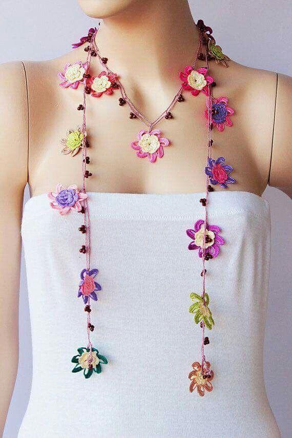 Small crochet flower necklace.   Crochet circles   Pinterest ...