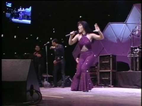 Selena Live - Amor Prohibido - Baila Esta Cumbia - Houston ...