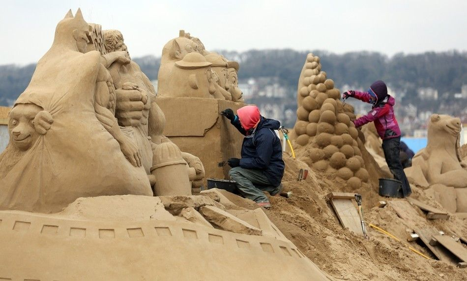 Artists from around the world have gathered at a British seaside resort for the annual Weston Sand Sculpture Festival. This years theme celebrates Hollywood.