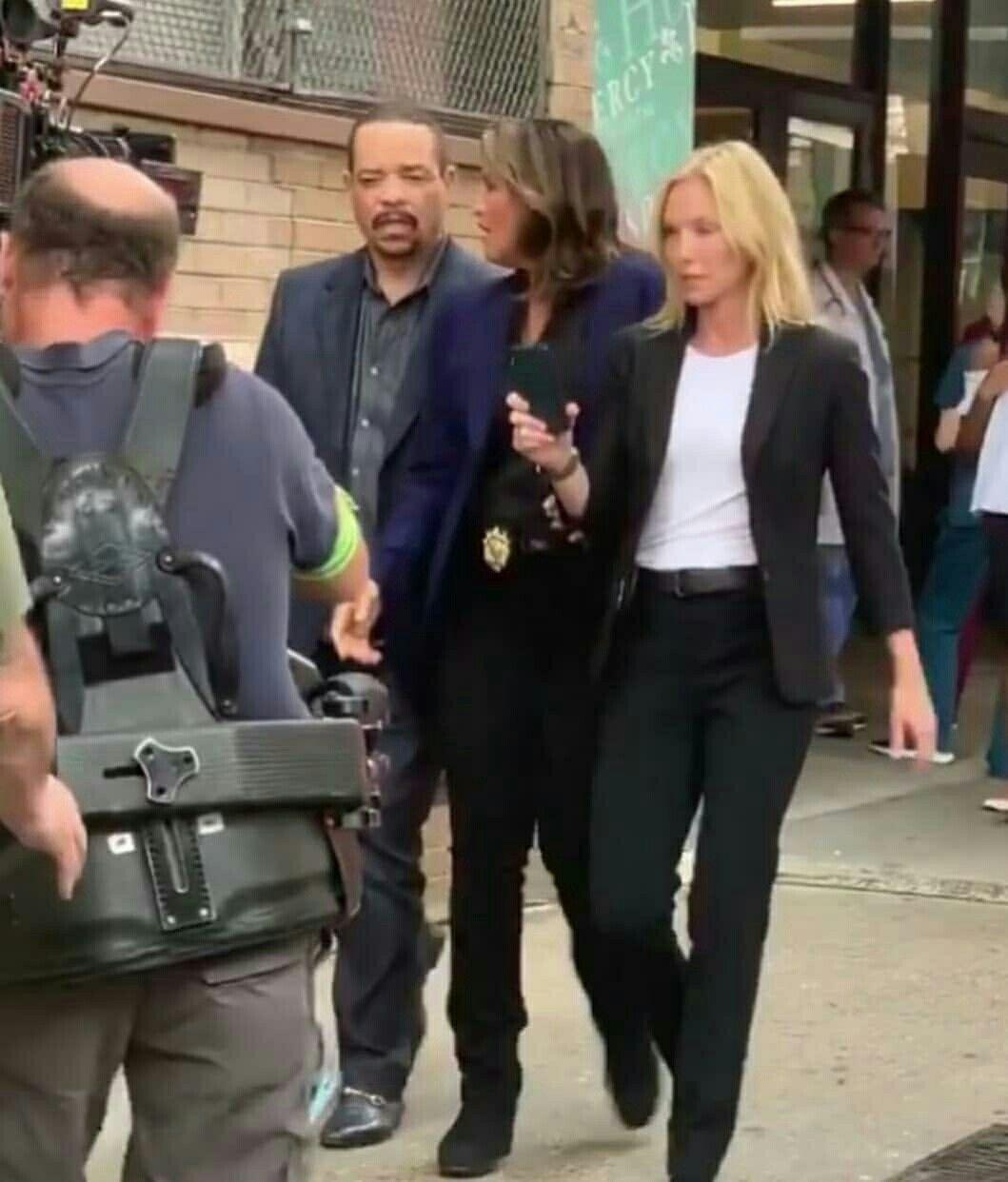 Mariska Hargitay Ice T Kelli Giddish Filming Law Order Svu Season 21 Law And Order Special Victims Unit Mariska Hargitay Law And Order Svu