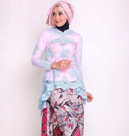 Paduan rok batik dan kebaya brokat model peplum  batik