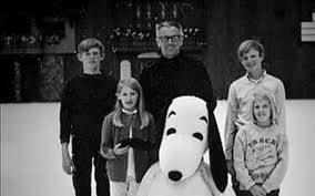 Vintage photo of the Schulz family with Charles M. Schulz creator of #Peanuts and #CharlieBrown and 4 of his 5 children #CBXmas