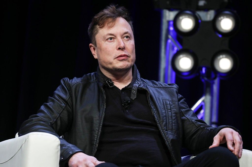 News World News Bbc News Cnn News Sport News Elon Musk Says He Urged Kanye West To Delay In 2020 How To Become Rich Kanye West Cnn News