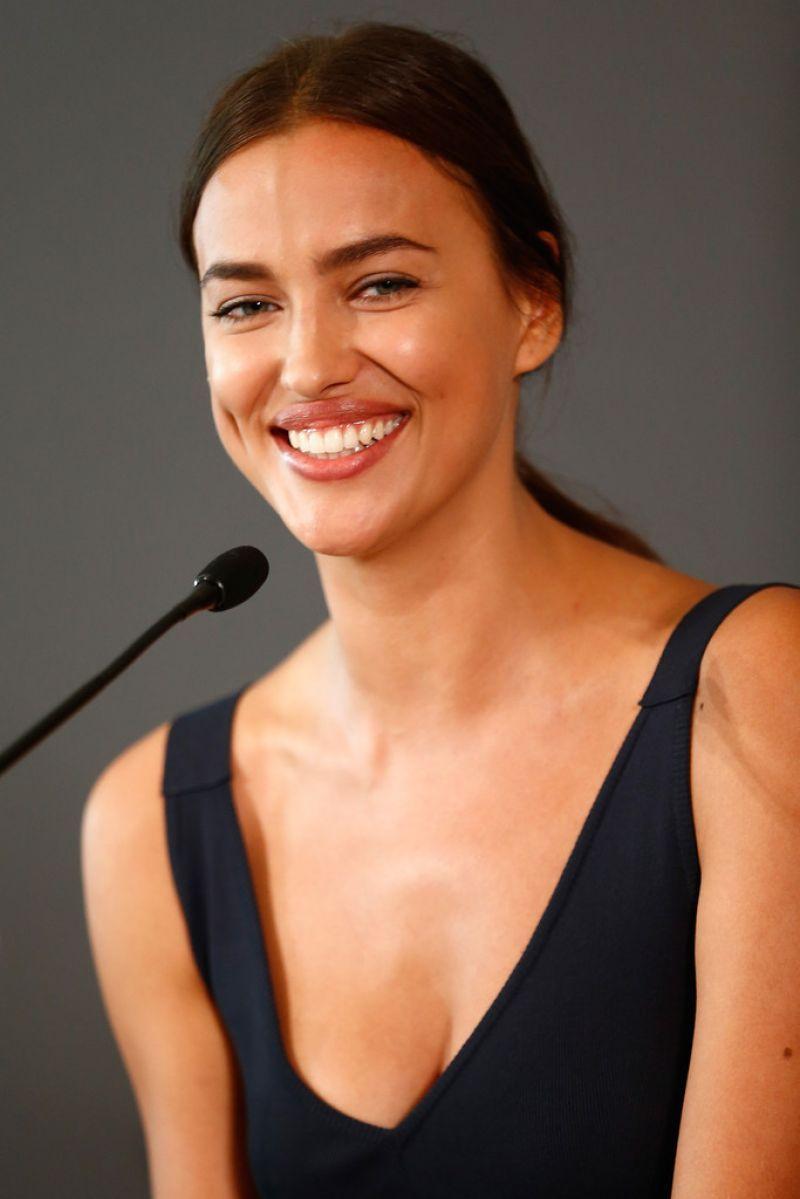Irina Shayk - Hercules press conference in Berlin | Винтажный стиль одежды, Красивые лица, Винтажный стиль