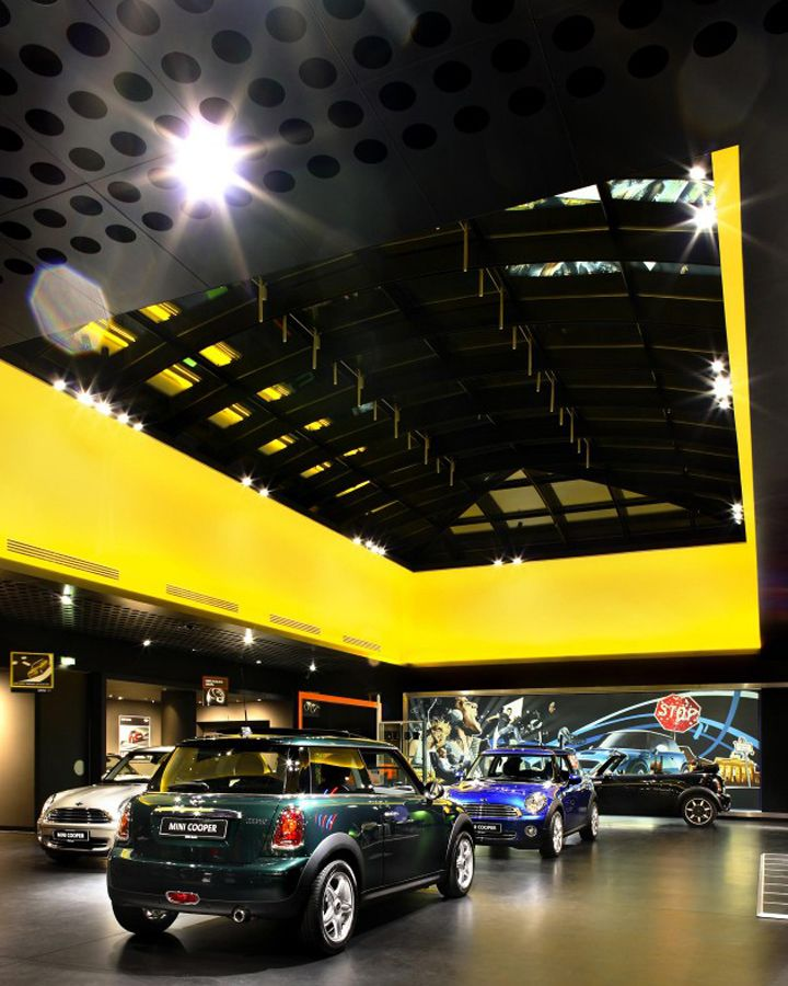 Bmw mini showroom by plajer franz berlin germany for Design attack berlin