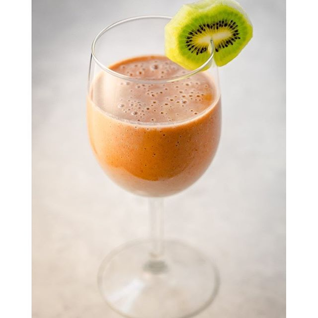 Getting through the week by being fancy with my smoothie in a glass! #fancy #strawberrykiwi #itsaweekday #ontheblog #foodgawker