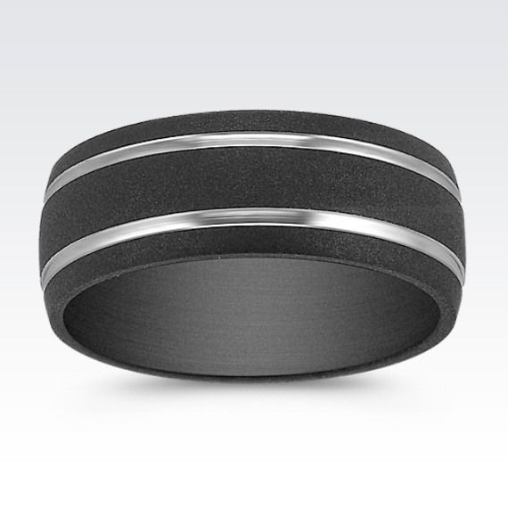 This bold and sleek comfort fit men's band is crafted in quality rich black titanium with a matte finish.  Two polished titanum stripes add pizzazz to the design.