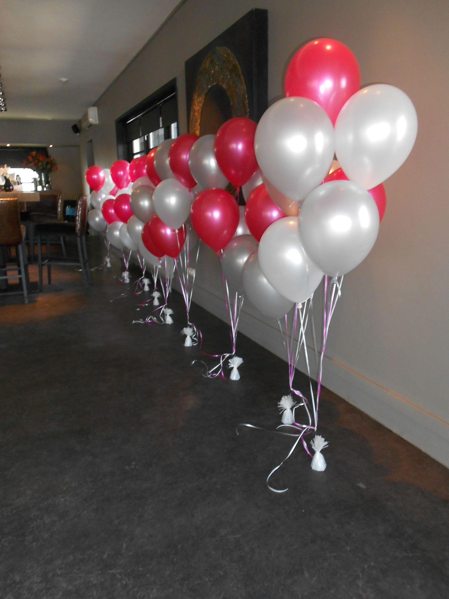Ballonnen decoratie lint pilaar google zoeken trouwen for Ballonnen tafels